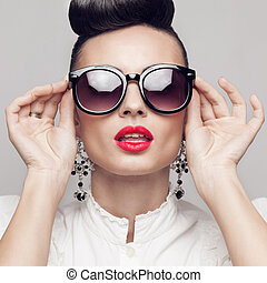 아름다운, 입는 것, 포도 수확, 스타일, 위로의, 큰, 검정, updo, 초상, 끝내다, 귀고리, 모델, sunglasses., 둥근