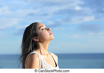 아름다운, arab, 여자, 호흡법, 신선한 공기, 에서, 그만큼, 바닷가