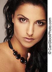 아름다운, brunett, 모델, 에서, 스튜디오, 통하고 있는, 빛, 배경