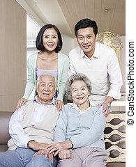 아시아 사람 가족