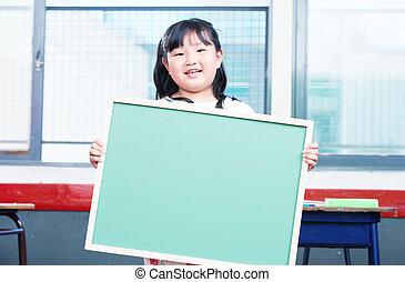 아시아 사람 여성, 소녀, 보유, 빈 광주리, 칠판, 에서, 원색, 교실