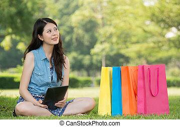 아시아 사람 여자, 을 사용하여, 디지털 알약, 생각, 온라인쇼핑