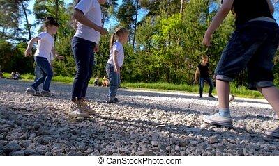 아이들 놀, 축구, 축구, 옥외, 에서, 여름의 날, 억압되어, 그만큼, 태양, 느린 모션