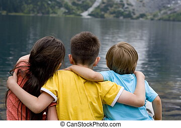 아이들, 통하고 있는, 호수