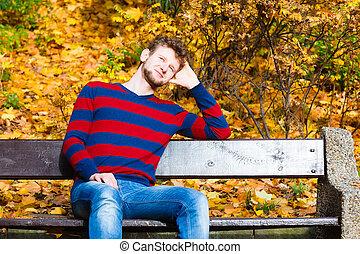앉아 있고 있는 사람, 긴 의자 위에서, park에게서