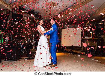 약, 댄스, 한 쌍, 폭포, 결혼식, 색종이 조각, 빨강