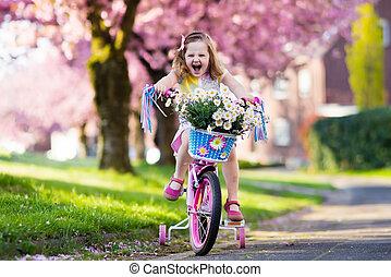 어린 소녀, 구, a, bike., 아이, 통하고 있는, bicycle.