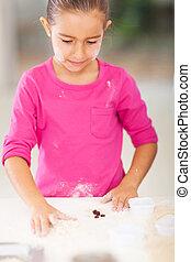 어린 소녀, 굽기 과자