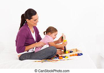 어린 소녀, 노는 것, 교육 장난감