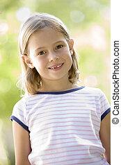 어린 소녀, 서 있는, 옥외, 미소