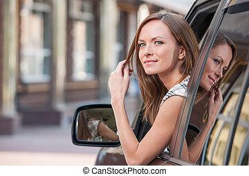 어린 소녀, 은 이다, 주의하는 것, 에서, a, 창문, 와..., 되돌아보는 것, 에서, 카메라