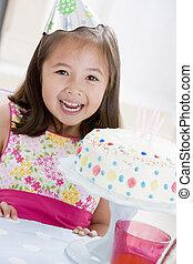 어린 소녀, 입는 것, 당 모자, 와, 생일 케이크, 미소