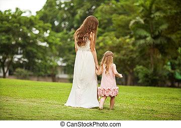 어머니와 딸, 공원안에 걷는, 행복하다, 에, 일몰, 에서, 강타