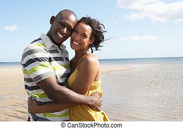 얼싸안고 있는 커플, 바닷가, 공상에 잠기는, 나이 적은 편의