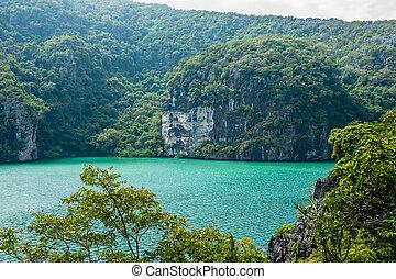 에메랄드 호수