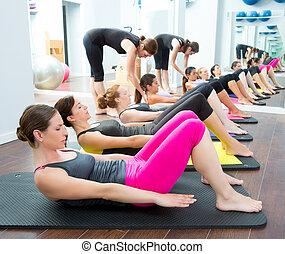 에어로빅 체조, pilates, 개인 조련사, 에서, a, 체조, 그룹, 학급