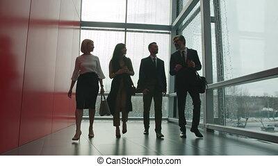 여성, 남성, 센터, 실업가, 걷기, 발사, 사무실, 말하는 것, 회관, dolly