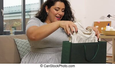 여자, 가정, 나이 적은 편의, 가방, 쇼핑, 행복하다