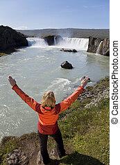 여자, 경축하는, 에, godafoss, 폭포, 아이슬란드