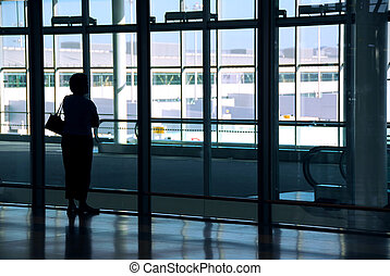 여자, 공항