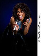 여자, 노래하는