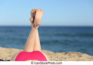 여자, 다리, 일광욕을 하는 것, 바닷가에, 눕