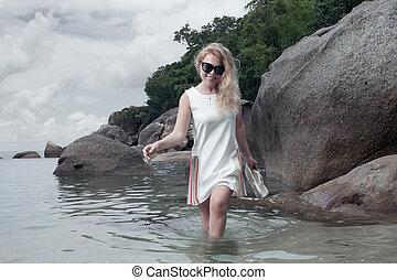 여자, 도착하는 것, 물, 완전히, 초상, 백색 복장
