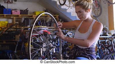 여자, 수리하는 것, 자전거, 에, 작업장, 4k