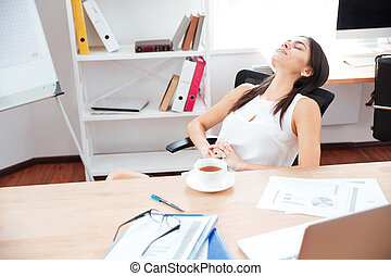 여자 실업가, 몸을 나른하게 하는, 에서, 사무실