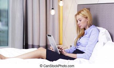 여자 실업가, 일, 와, 알약 pc, 컴퓨터, 에서, 호텔