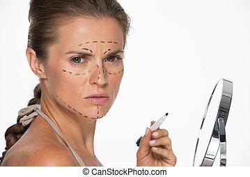 여자, 와, 성형 수술, 기호, 통하고 있는, 얼굴, 보유, 거울, 와..., 표를 붙이는 사람