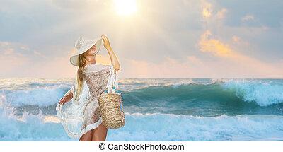 여자, 유행, 걷기, 바닷가에