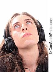 여자, 음악을 듣는 것