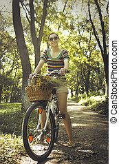 여자, 자전거에서