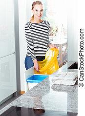 여자, 작고 보기 어리석은 사람, 가방, 치고는, 재활용