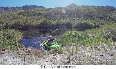 여자, 카약을 타는, 에서, 호수, 에, 시골, 4k