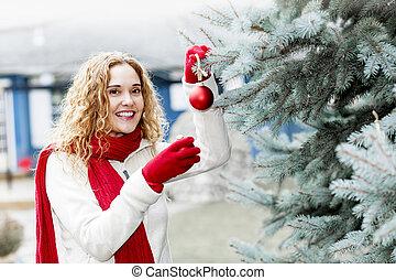 여자, 크리스마스 나무를 꾸미는, 외부