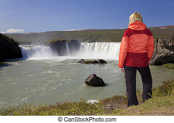 여자, hiker, 에, godafoss, 폭포, 아이슬란드