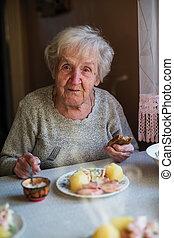 여자, home., 은 먹는다, 나이 먹은