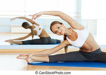 여자, stretching., 쾌활한, 젊은 숙녀, 데우는, 앞서서, 훈련