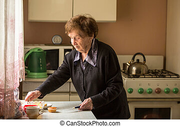 연장자 여자, kitchen.