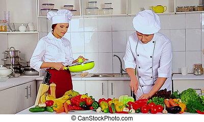 요리사, 남자와 여자, 전문가, 에서, 모자, 요리, vagetable, .