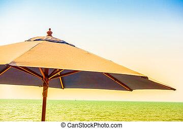 우산, 바닷가