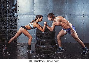 운동 선수, 근육의, 스포츠맨, 남자와 여자, 와, 쥐어지는 손, 팔씨름, 도전, 사이의, a, 젊음 한...