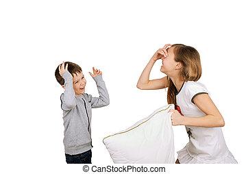 웃음, 소년과 소녀, 싸움, 베개