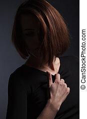 유행, 스튜디오, 초상, 의, 아름다운, 젊은 숙녀, 와, 길게, 암흑, hair.