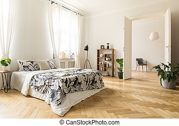 유행, 아파트, 내부, 와, 백색, 벽, 와..., herringbone, 멍청한, floor., a, 보이는 상태, 에서, a, 침실, 와, a, 크게, 침대, 에, 또 하나의, 방, 와, 자형의 것, armchair., 실상의, photo.