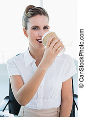 유행, 여자 실업가, 마시는 커피