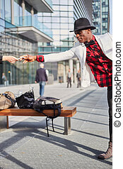 유행, 초상, 의, 유행, 나이 적은 편의, 아프리카인 남자, 연기가 나는 담배