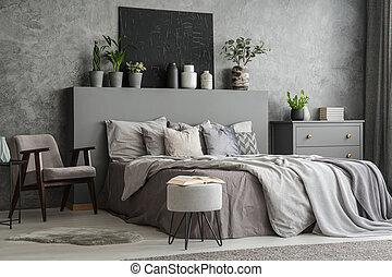 유행, 침실, 내부, 와, 침대, 와, 담요, 와..., 베개, 자형의 것, 안락 의자, a, 발판, a, 서랍 내각, 와..., a, 검정, 그림, 통하고 있는, 그만큼, wall., 실상의, 사진